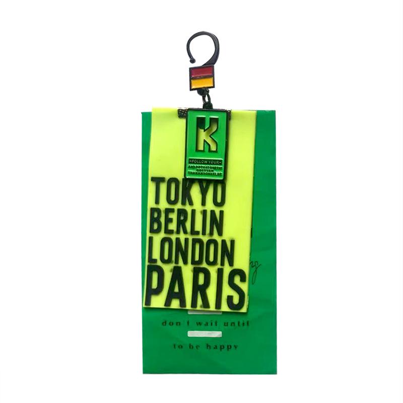 """Декоративная навеска силикон на металлическом крючке/объемный принт """"TOKYO BERLIN LONDON PARIS"""" 13*5см, цв:салатовый/зеленый/черный"""