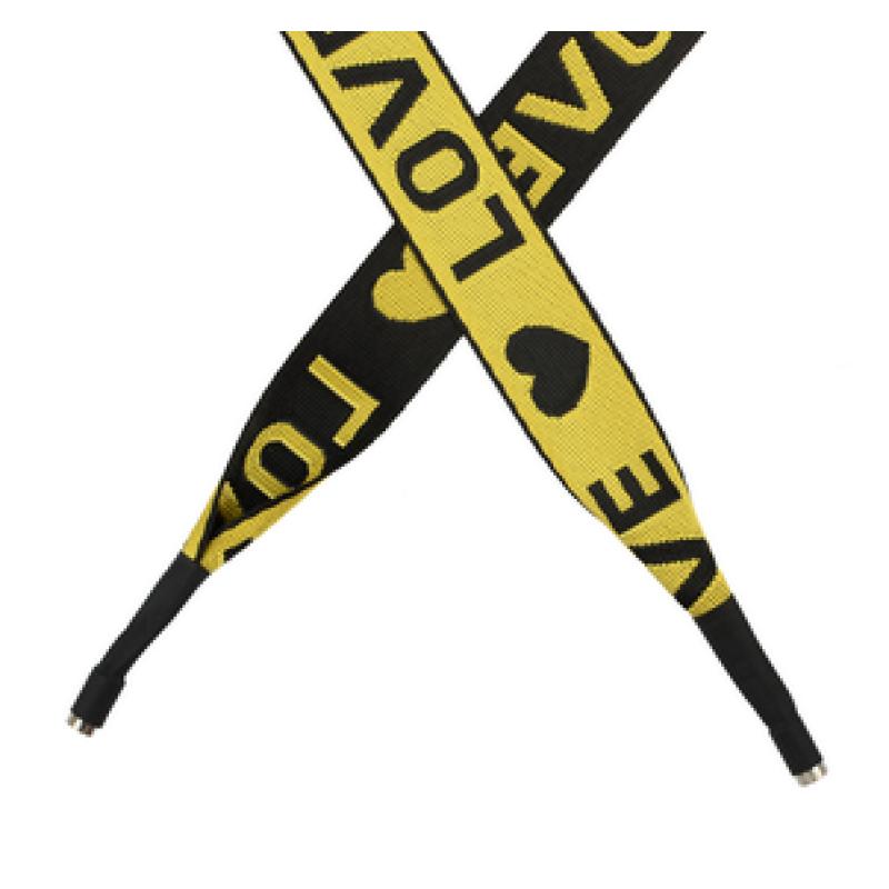 Шнур плоский полиэстер принт жаккард LOVE 2,5*135см с наконечником, цв:желтый/черный