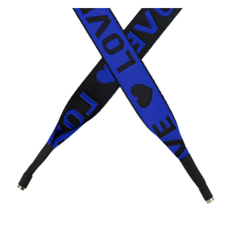 Шнур плоский полиэстер принт жаккард LOVE 2,5*135см с наконечником, цв:синий/черный